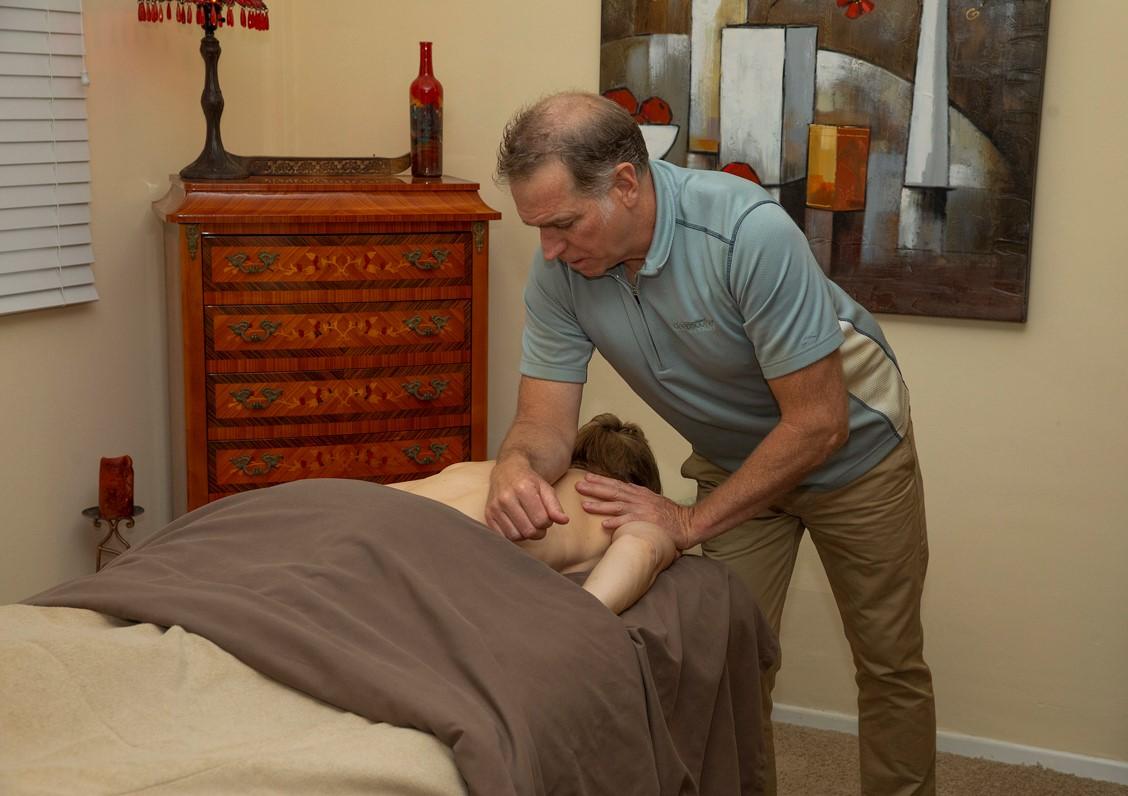 Deep Soothe Massage logo