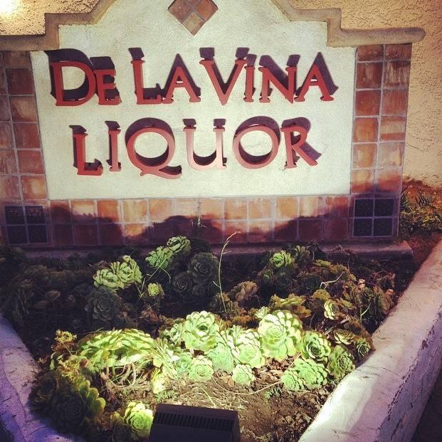 De La Vina Liquor logo